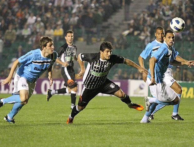 Mario Fernandes, Aloisio,  Rafael Marques Figueirense x Grêmio (Foto: Ag. Estado)