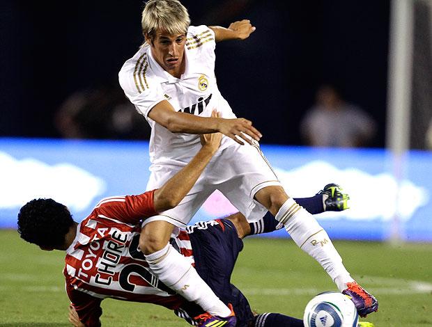 Fabio Coentrão no jogo do Real Madrid contra o Chivas (Foto: AP)