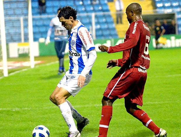 Gustavo Bastos do Avaí no jogo contra o Internacional (Foto: Ag. Estado)