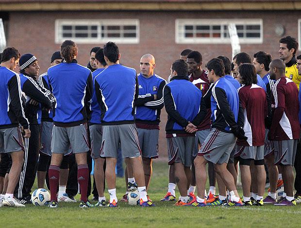 jogadores da Venezuela no treino da Copa América (Foto: AFP)