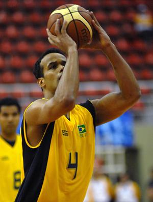 Arthur seleção militar de basquete (Foto: Alexandre Durão/Photocamera)