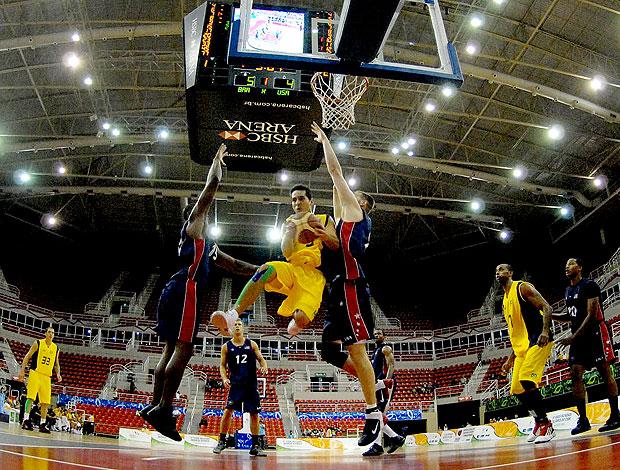 jogo de basquete do Brasil contra os EUA nos Jogos Militares (Foto: Agência Photocâmera)