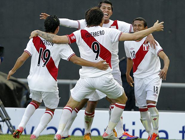 chiroque peru gol venezuela (Foto: Agência EFE)