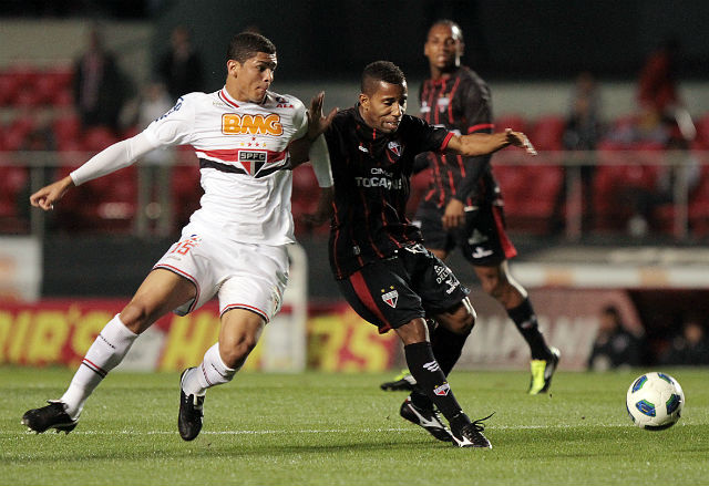 Atlético-GO arranca empate no Morumbi (Wander Roberto/VIPCOMM)