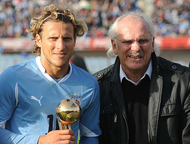Diego Forlan ao lado do pai, Pablo Forlan  (Foto: AFP)