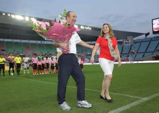 Levir Culpi recebe homenagem no Cerezo Osaka (Foto: Divulgação)