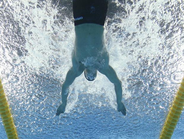 Cielo estreia no Mundial e avança em 1º nos 50m borboleta