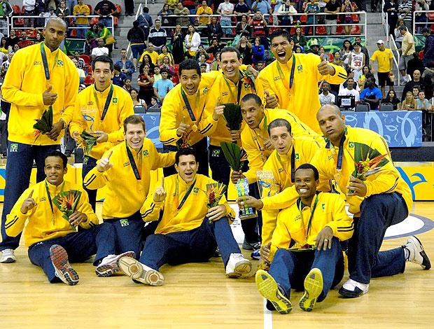 Brasil comemora vitória no basquete dos Jogos Militares (Foto: Bruno de Lima / Divulgação)