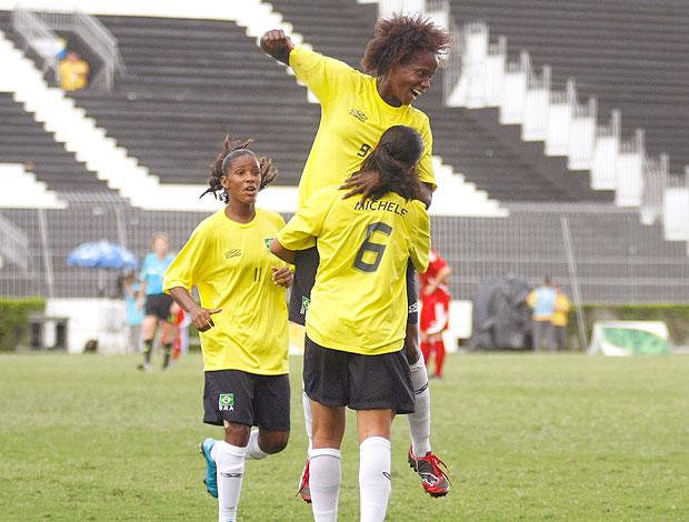 Katia Cilene comemora gol do Brasil contra a Alemanha nos Jogos Militares (Foto: Photocâmera )