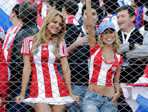 torcedoras do Paraguai na final da Copa América (Foto: Reuters)