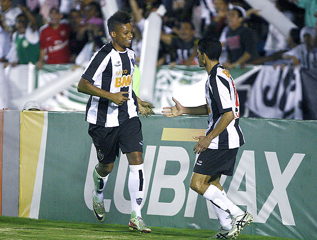 André comemora gol do Atlético-MG contra o Fluminense (Foto: Futura Press)
