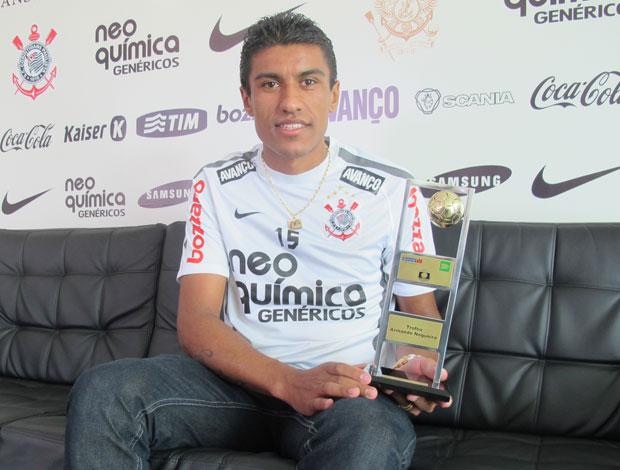 Paulinho Corinthians  troféu Armando Nogueira  (Foto: Carlos Augusto Ferrari/Globoesporte.com)