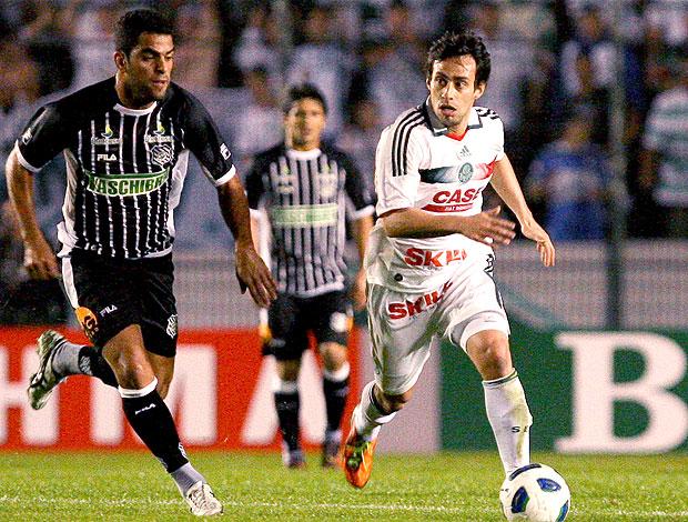 Valdivia no jogo do Palmeiras contra o Figueirense (Foto: Ag. Estado)