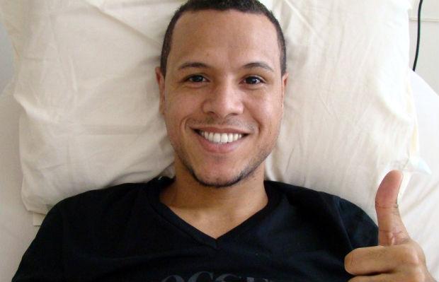 Luis Fabiano, no hospital (Foto: Divulgação / São Paulo FC)