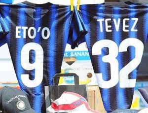 Ambulantes já vendem camisa do Inter de Milão com nome de Tevez (Foto: Reprodução)
