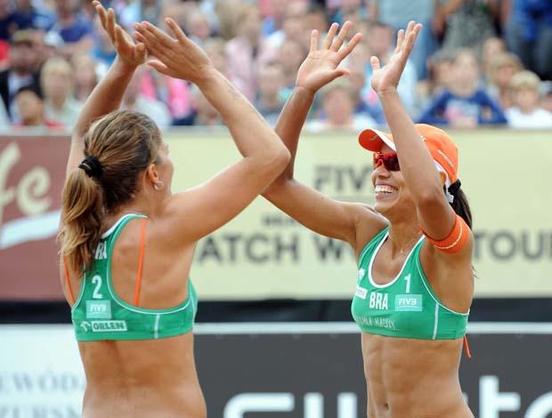 Juliana e Larissa (Foto: Divulgação/FIVB)
