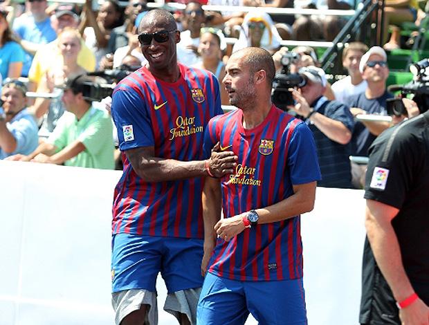 kobe bryant e pep guardiola barcelona  (Foto: Divulgação Site Oficial do barcelona)