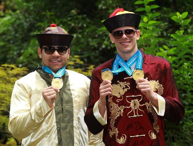 Cesar Cielo e Felipe França vestidos de chineses em Xangai natação (Foto: Satiro Sodré/AGIF)