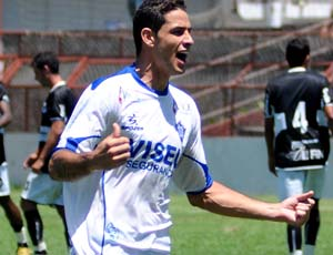 Leandro, zagueiro do Vitória-ES (Foto: Gabriel Lordêllo/Cedoc A Gazeta)