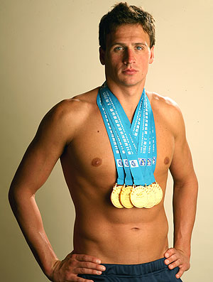 Ryan Lochte posa com as medalhas do Mundial de Xangai (Foto: Getty Images)