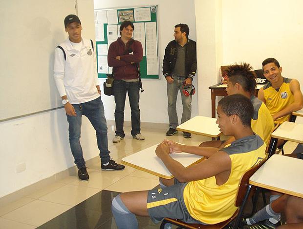 Neymar visita sub-15 Santos (Foto: Divulgação Santos FC)