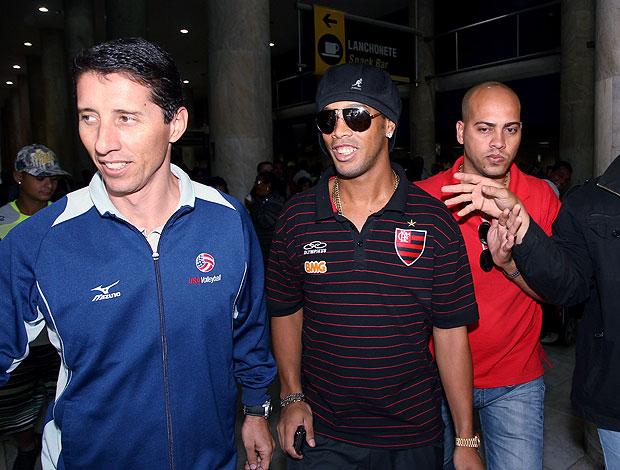 Ronaldinho Gaúcho no desembarque do Flamengo (Foto: Cezar Loureiro / Ag. O Globo)