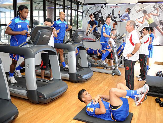 jogadores reservas flamengo musculação (Foto: Alexandre Vidal / Fla Imagem)
