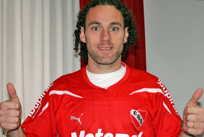 Gabriel Milito no Independiente (Foto: Divulgação)