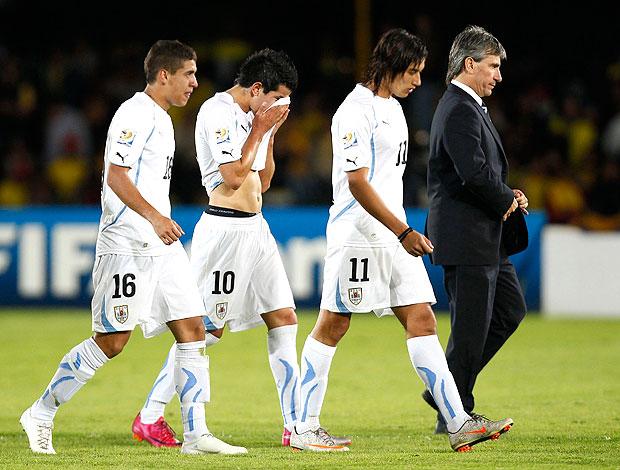 jogadores do Uruguai deixam o campo eliminados do Mundial sub-20 (Foto: AP)