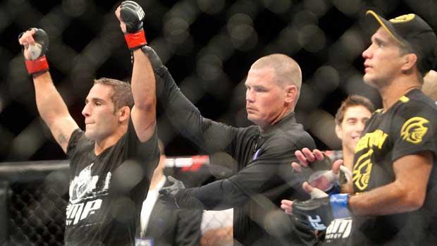 Chad Mendes derrota Rani Yahya no UFC 133 (Foto: Agência AP)