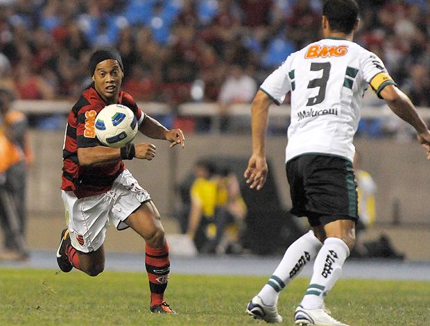Ronaldinho Flamengo x Coritiba (Foto: Alexandre Loureiro / VIPCOMM)