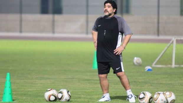 Diego Maradona no primeiro treino com o Al Wasl (Foto: Divulgação)