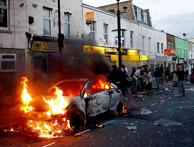 protesto nas ruas de Londres (Foto: Reuters)