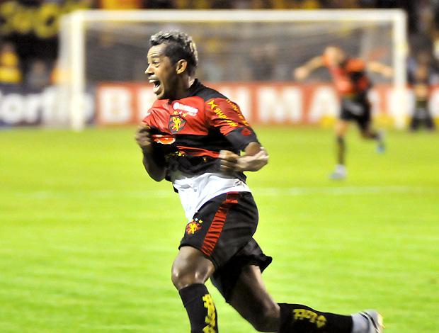 Marcelinho Paraíba comemora gol do Sport contra o Náutico (Foto: Futura Press)
