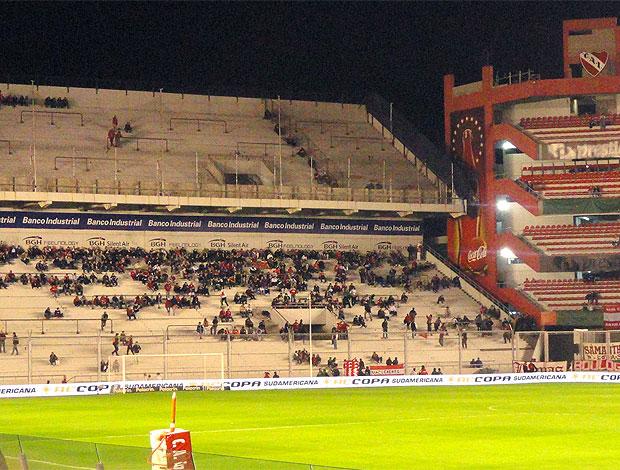 torcida do Independiente para o jogo contra o Internacional (Foto: Alexandre Alliatti / Globoesporte.com)