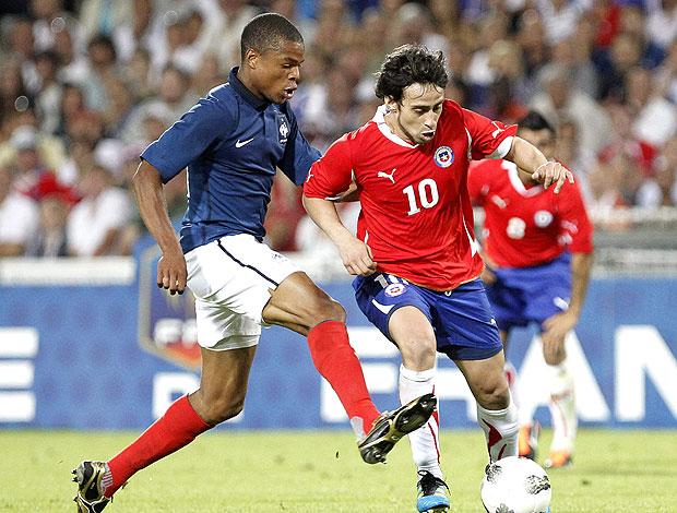 Valdivia no amistoso do Chile contra a França (Foto: EFE)