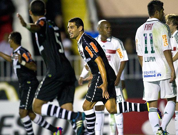Diego Souza comemora gol do Vasco contra o Palmeiras (Foto: Alexandre Cassiano / Ag. O Globo)