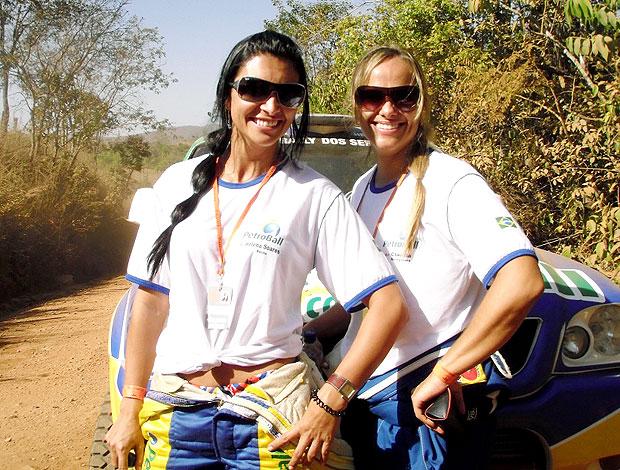 Helena e Claudia no Rally dos Sertões (Foto: Breno Dines / Globoesporte.com)