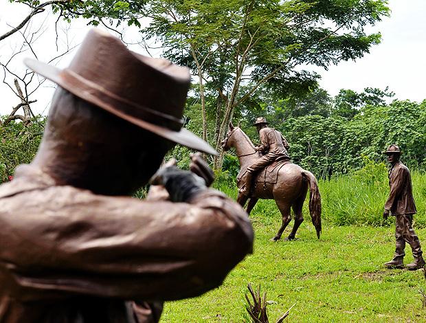 plácido de castro estátua emboscada (Foto:  Edison Caetano/Futura Press )