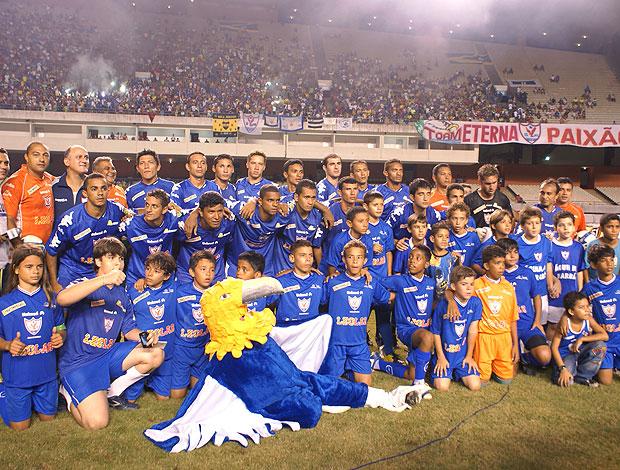 time posado do Águia de Marabá (Foto: Divulgação)