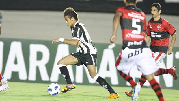 neymar santos x atlético-go (Foto: Agência Estado)
