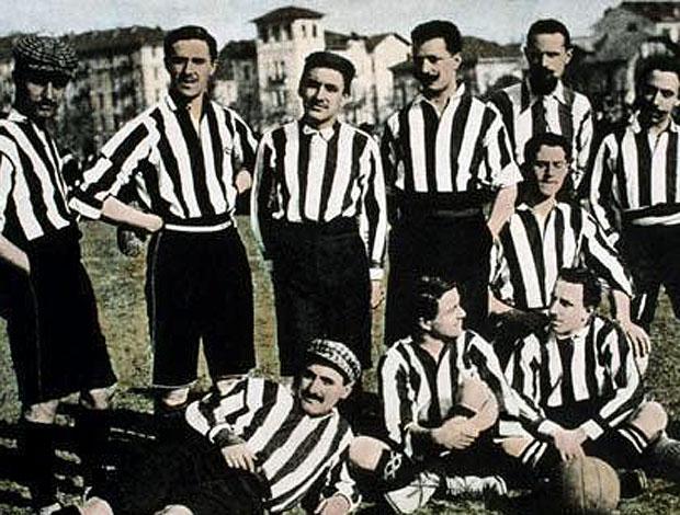 time do Juventus com uniforme listrado (Foto: Divulgação)