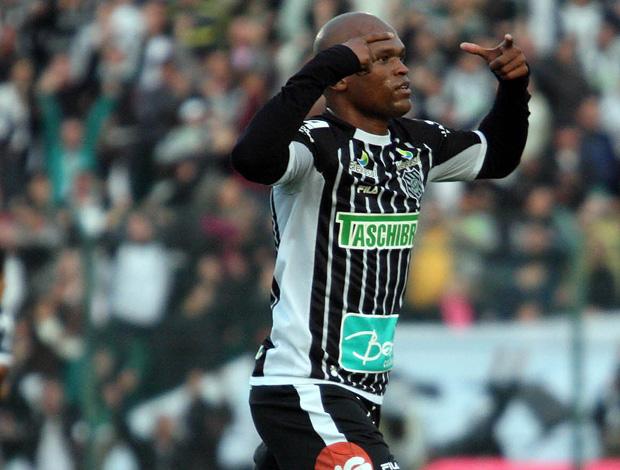 Edson comemora gol do Figueirense sobre o Flamengo (Foto: Cristiano Andujar/Agência Estado)