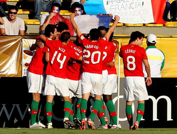 Sub 20 - Portugal comemora gol sobre a França (Foto: EFE)