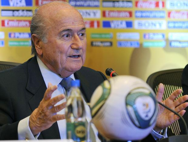 Blatter em coletiva na colômbia, mundial sub-20 (Foto: AFP)