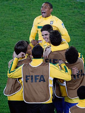 oscar gol brasil x portugal mundial sub 20   (Foto: AP)