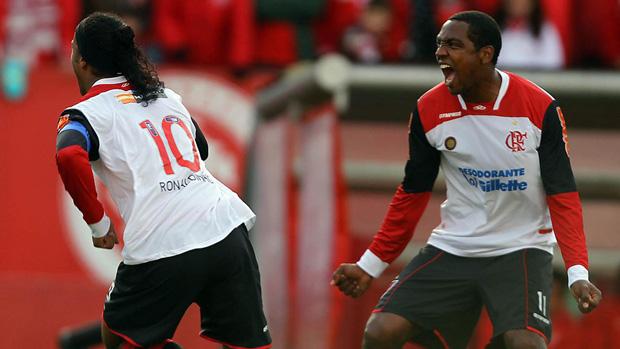 ronaldinho gaúcho   gol  internacional x flamengo (Foto: Jefferson Bernardes/VIPCOMM)