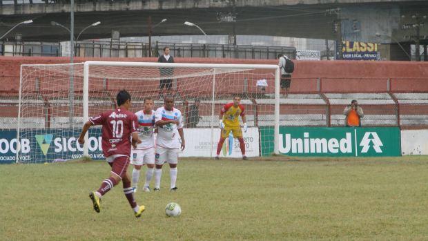 Léo Oliveira, Vilavelhense x Desportiva Ferroviária (Foto: Leandro Nossa/GloboEsporte.com)