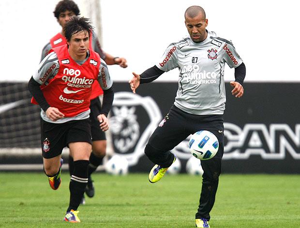 William e Emerson no treino do Corinthians (Foto: Ag. Estado)