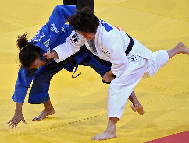 Rafaela Silva perde para Aiko Sato (Foto: AFP)